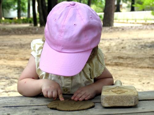 Recortar los gastos de los niños durante su descanso