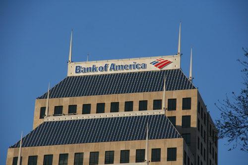 Empleados de banca reconocen que se engañó a clientes para vender más productos